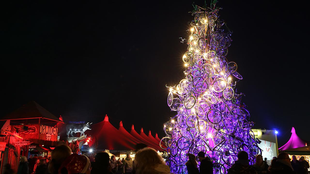 Weihnachtsbaum aus Fahrrädern