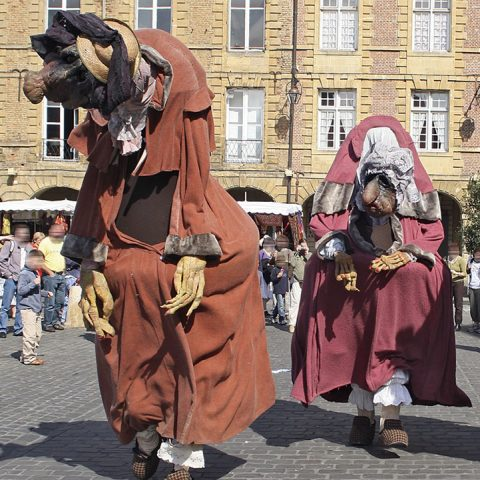Cie Les Deguindes Die Alten Damen Tollwood Muenchen Performances