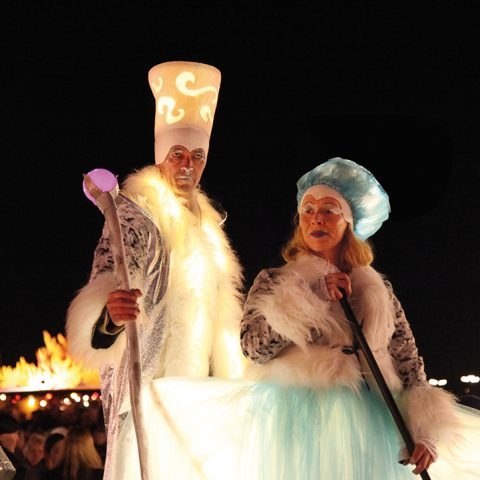 Stelzen Illumina Performances auf dem Tollwood