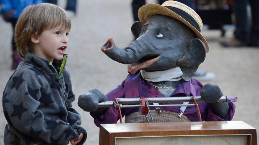 Jochen der Elefant auf dem Tollwood Winterfestival 2019
