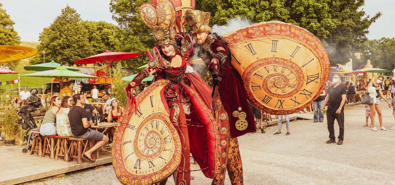 Time Traveller Stelzentheater Tollwood Sommerfestival