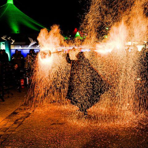 Faszination Feuershow Performance Tollwood Muenchen